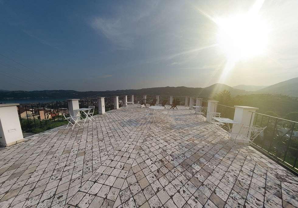 La vista dal terrazzo panoramico di Villa Bissiniga