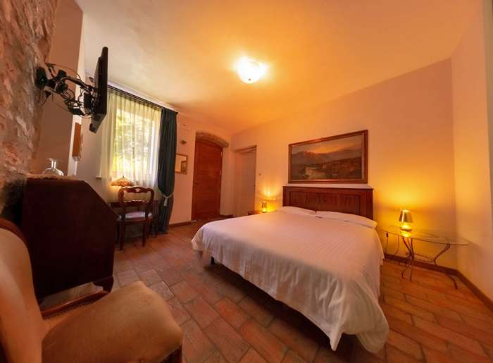 Lake Garda Farmhouse Holidays at Villa Bissiniga: Gardesana guest room