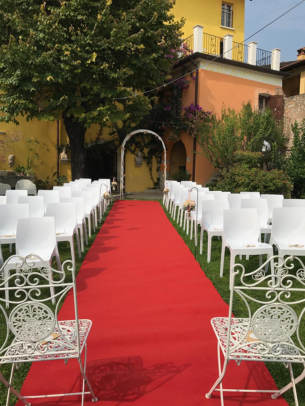 Ceremony in the garden with a red carpet